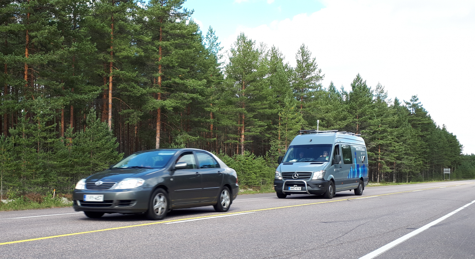 Chasing a passenger car with a mobile emission measurement laboratory