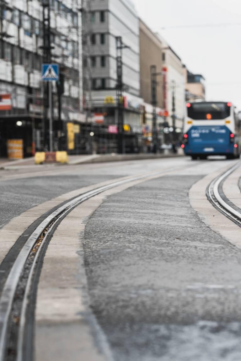 Paitsi että kulku linja-autoasemalle helpottuu, pistoraiteella on myös seudullista merkitystä, sillä se mahdollistaa raitiotiereitin sujuvan jatkamisen Pirkkalaan tulevaisuudessa, jos niin päätetään.
