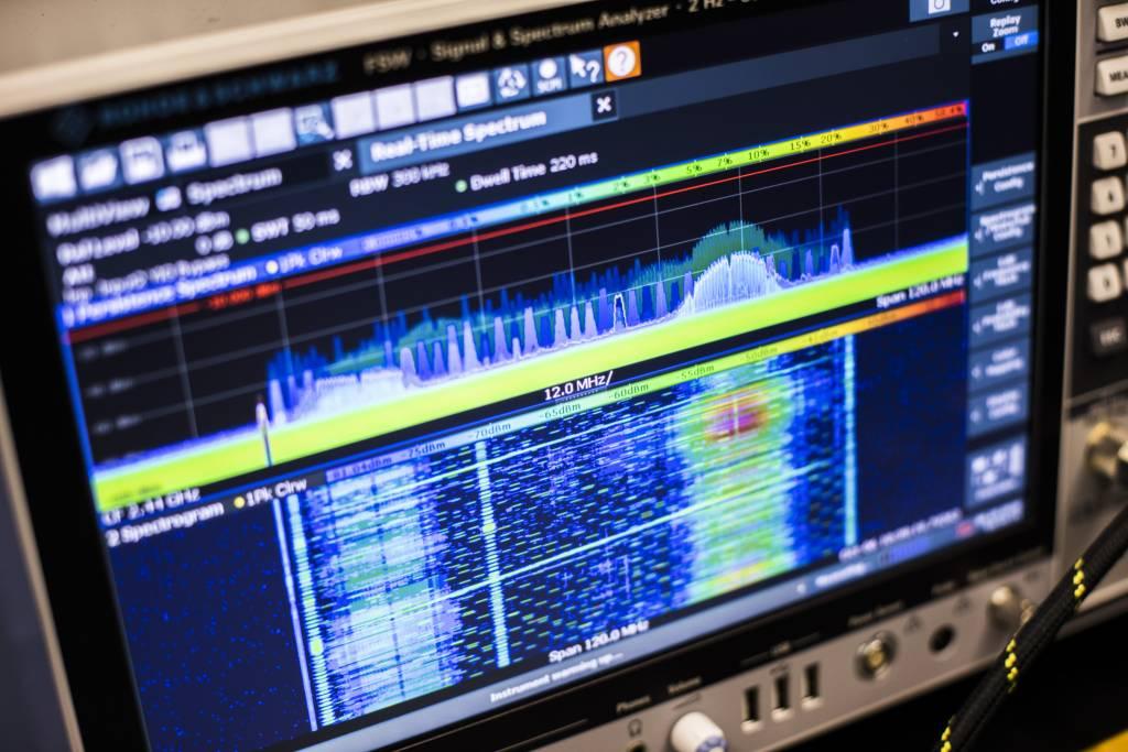 Spectrum analyzer showing spectogram