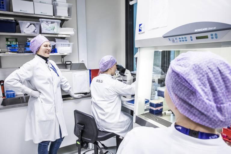 Hanna Vuorenpää in the laboratory